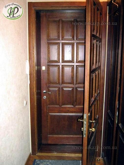 входные дубовые двери и окна