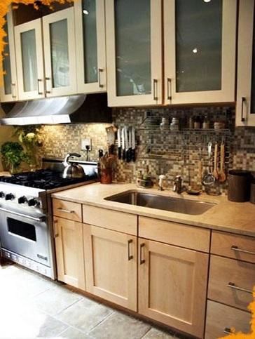 Светлые фасады для кухни, рейлинговая система