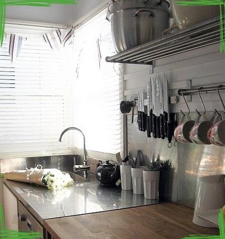Рабочая стенка кухни и рейлинги