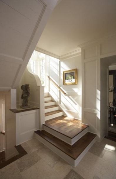 Лестницы на заказ из натурального дерева - условие качественного интерьера дома.